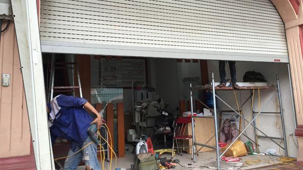 Sửa chữa cửa cuốn tại Hàng Gai